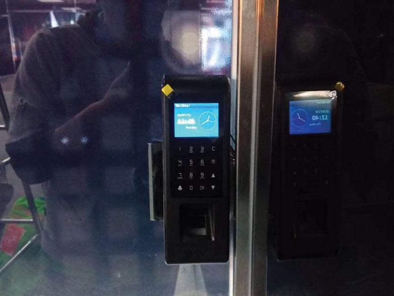 công trình lắp đặt kiểm soát chấm công bằng thẻ từ mật khẩu