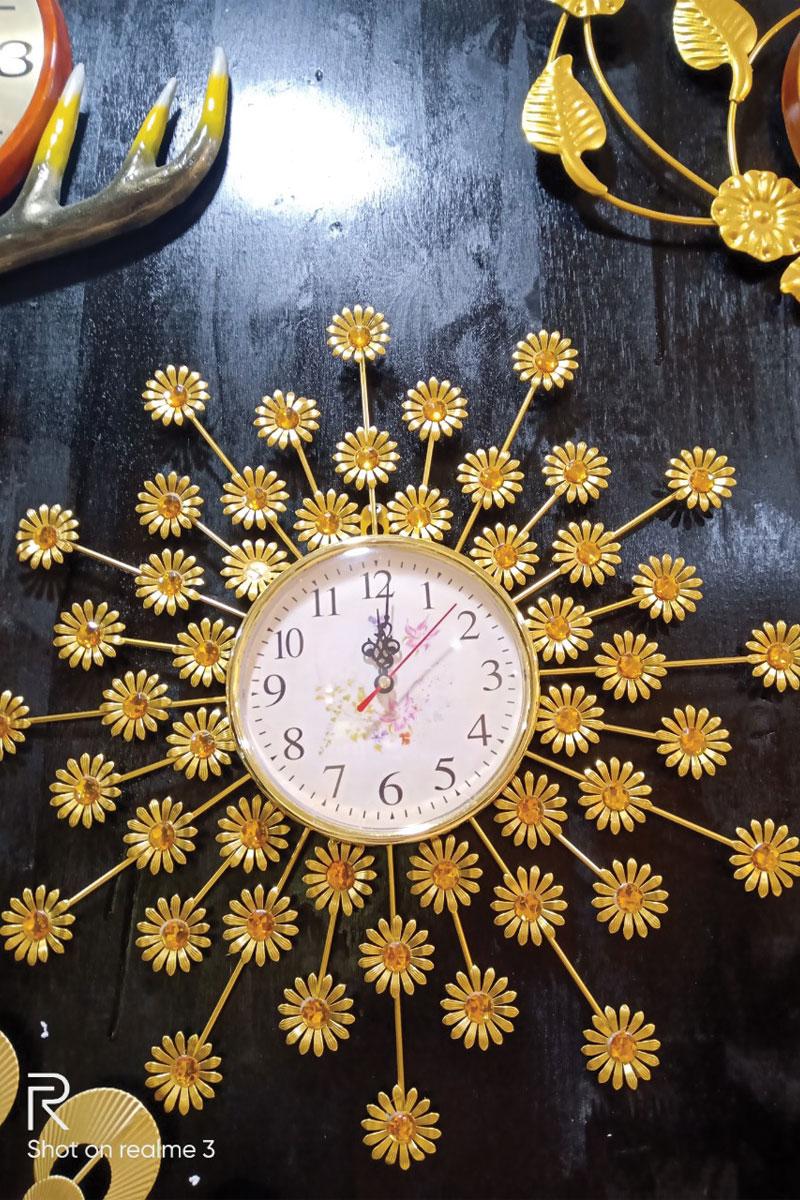 Mẫu đồng hồ hoa cúc